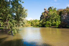 Free Parc Des Buttes Chaumont Lake On A Sunny Day Stock Photos - 97499493