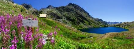 Parc du Mercantour, Lacs与避难所的de Vens 免版税库存照片