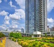 Parc en plein air contemporain avec le paysage urbain du ½ s de ¿ de Seattleï Image stock