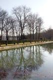 Parc et étang de château dans des Frances de Saint Cloud Photographie stock libre de droits
