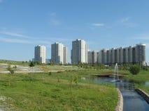 Parc et bâtiments résidentiels Photos libres de droits