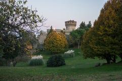 Parc et château de Volterra images libres de droits
