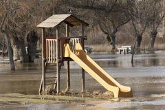 Parc inondé par terrain de jeu photographie stock libre de droits