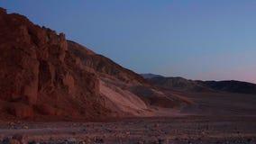 Parc national de Death Valley après le coucher du soleil - belle vue le soir banque de vidéos