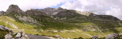 Parc national de Durmitor, Monténégro avec la route Photographie stock