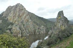 Parc national de Monfragae, roche avec une colonie des vautours Photos libres de droits