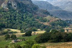 PARC NATIONAL DE SNOWDONIA, WALES/UK - 9 OCTOBRE : Vallée dans Snowdo Image stock