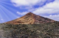 Parc national de Timanfaya de volcan rouge, Lanzarote, Îles Canaries, Espagne Image libre de droits