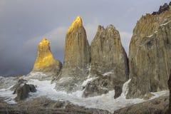 Parc national de Torres del Paine, peut-être le meilleur lever de soleil au monde ! et sans voir le soleil ! photos stock