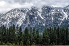 Venez autour de la montagne. Photos stock