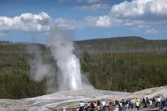 Parc national Etats-Unis de vieil inYellowstone fidèle de geyser Photographie stock libre de droits
