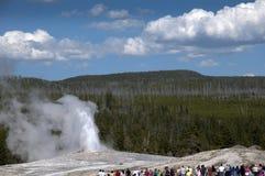 Parc national Etats-Unis de vieil inYellowstone fidèle de geyser Images libres de droits