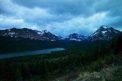 Parc national Montana de glacier de lac de deux médecines images libres de droits