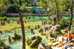 Parc national populaire de Krka pendant des vacances d'été occupées en Croatie 25 08 2016 images stock