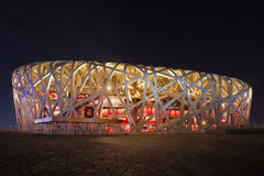 Parc olympique de nid du ` s d'oiseau la nuit, Pékin, Chine Image libre de droits