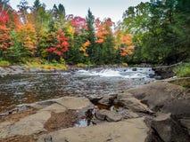 Parc provincial d'algonquin de rivière d'Oxtoung de cascade Photo stock