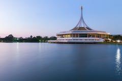 Parc public Suanluang RAMA IX, le jardin botanique larged à Bangkok, Thaïlande Photos stock