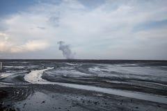 Parc sec de conservation de lac earth de paysage Les fissures donnent au noir une consistance rugueuse blanc Personne photo Gisem images stock