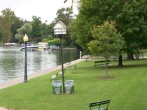 Parc sur un lac Image stock