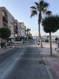 Parc unique, plage, été, yachts dans le port d'Alicante Image libre de droits