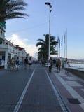 Parc unique, plage, été, yachts dans le port d'Alicante Images libres de droits