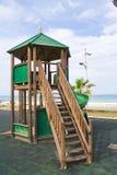 Parc urbain d'enfants de jeu de terrain de jeu en bois de structure Image stock