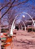 Parc urbain mangeant et rencontrant le secteur en hiver Image stock