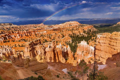 Parc Utah de Bryce Point Bryce Canyon National de tempête d'arc-en-ciel Image stock
