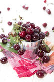 Parcela de cerejas frescas fotos de stock royalty free