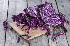 Parcela de salada de repolho vermelha fotos de stock royalty free