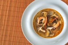 Parcela de sopa tailandesa de tom yum foto de stock