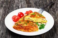 Parcela de tortilha da omeleta da batata de spain imagens de stock royalty free