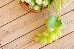 Parcela de uvas verdes frescas foto de stock