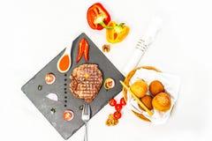 Parcela deliciosa de bife raro médio magro grelhado saudável Imagens de Stock Royalty Free