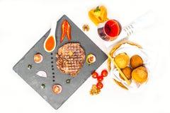Parcela deliciosa de corte raro médio magro grelhado saudável do bife Imagem de Stock Royalty Free