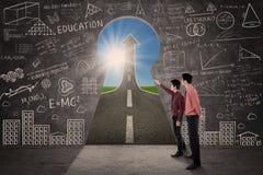 Parceria do negócio que olha a estrada do sucesso Foto de Stock Royalty Free