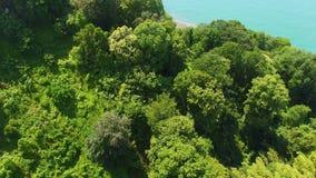 Parcheggi la menzogne sulle colline al litorale, ecoturismo in natura, le vacanze estive, vista superiore stock footage