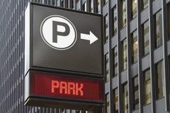 Parcheggiando alla destra Immagine Stock