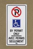 Parcheggiando dal segno del permesso soltanto Immagine Stock Libera da Diritti