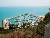 Parcheggiando per le barche in Tunisia Immagini Stock