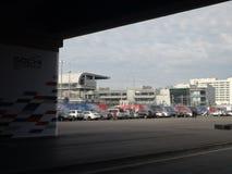 Parcheggiando sul quadrato vicino alla concorrenza principale della tribuna GRAN PREMIO RUSSO 2014 di FORMULA 1 di Soci Autodrom Immagine Stock