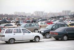 Parcheggiando sul tetto Immagini Stock