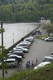 Parcheggiando sulla diga Fotografia Stock