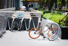 Parcheggio all'aperto della bicicletta Immagini Stock Libere da Diritti