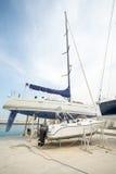 Parcheggio costiero dell'yacht sul nuovo pilastro Sarafovo in Bourgas, Bulgaria Fotografia Stock Libera da Diritti
