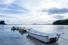 Parcheggio della barca alla spiaggia dell'isola di Weh Immagine Stock