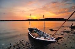 Parcheggio della barca del pescatore al chilogrammo Baru, Lumut, Perak Immagini Stock