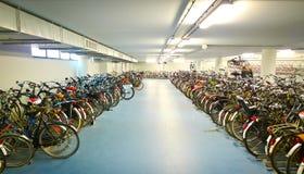 Parcheggio della bici Fotografie Stock Libere da Diritti
