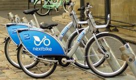 Parcheggio della bici nella vecchia città Fotografia Stock Libera da Diritti
