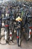 Parcheggio della bicicletta alla ferrovia Fotografia Stock Libera da Diritti